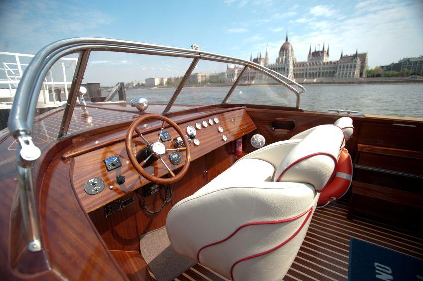 Private luxury boat tour
